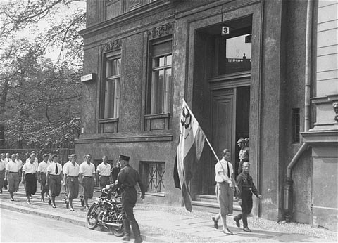 Students marching in front of the Institut für Sexualwissenschaft prior to pillaging it. May 6, 1933.