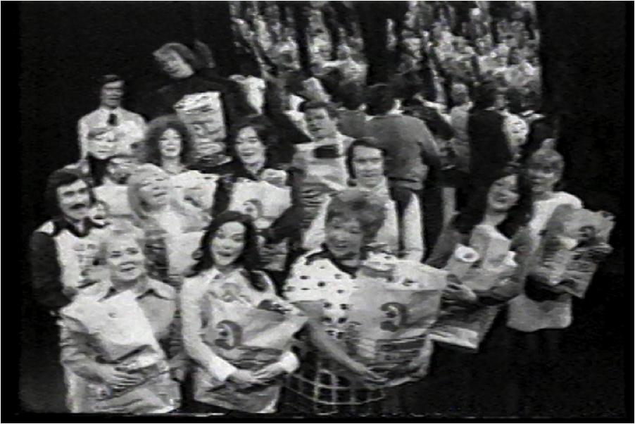 Image : Publicité de Dominion Store, image tirée de la vidéo Femmes soyez, 1973.